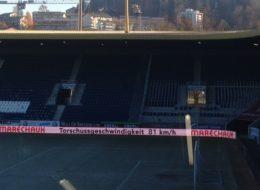 Speedmaster Geschwindigkeit Anzeige auf Bande Stadion